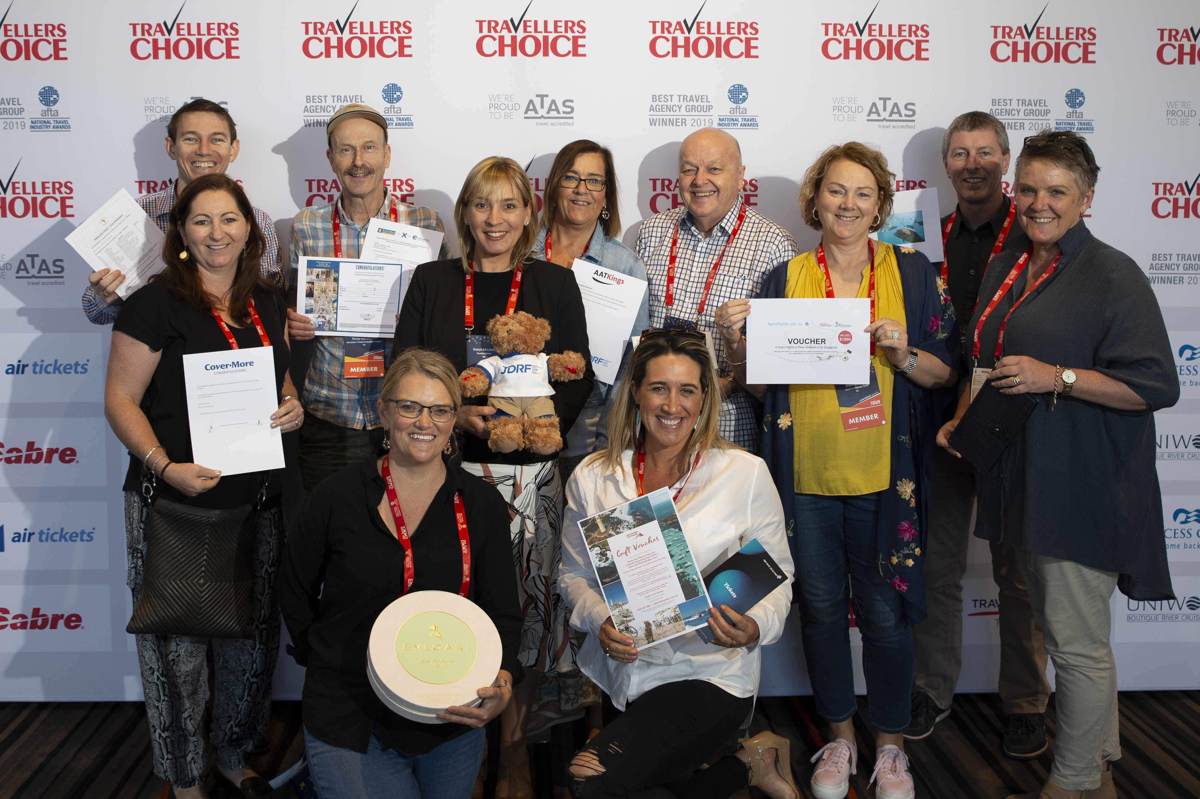 Travellers Choice's generous members and winners of the JRDF raffle at the 2019 Travellers Choice Conference pictured with General Manager Marketing Robyn Mitchell.